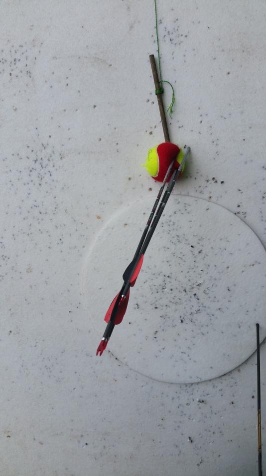 Tennisball auf ca. 23 m